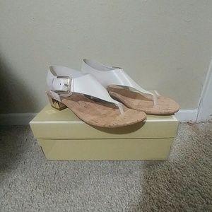 Michael Kors 9 M London-T Strap City Sandals